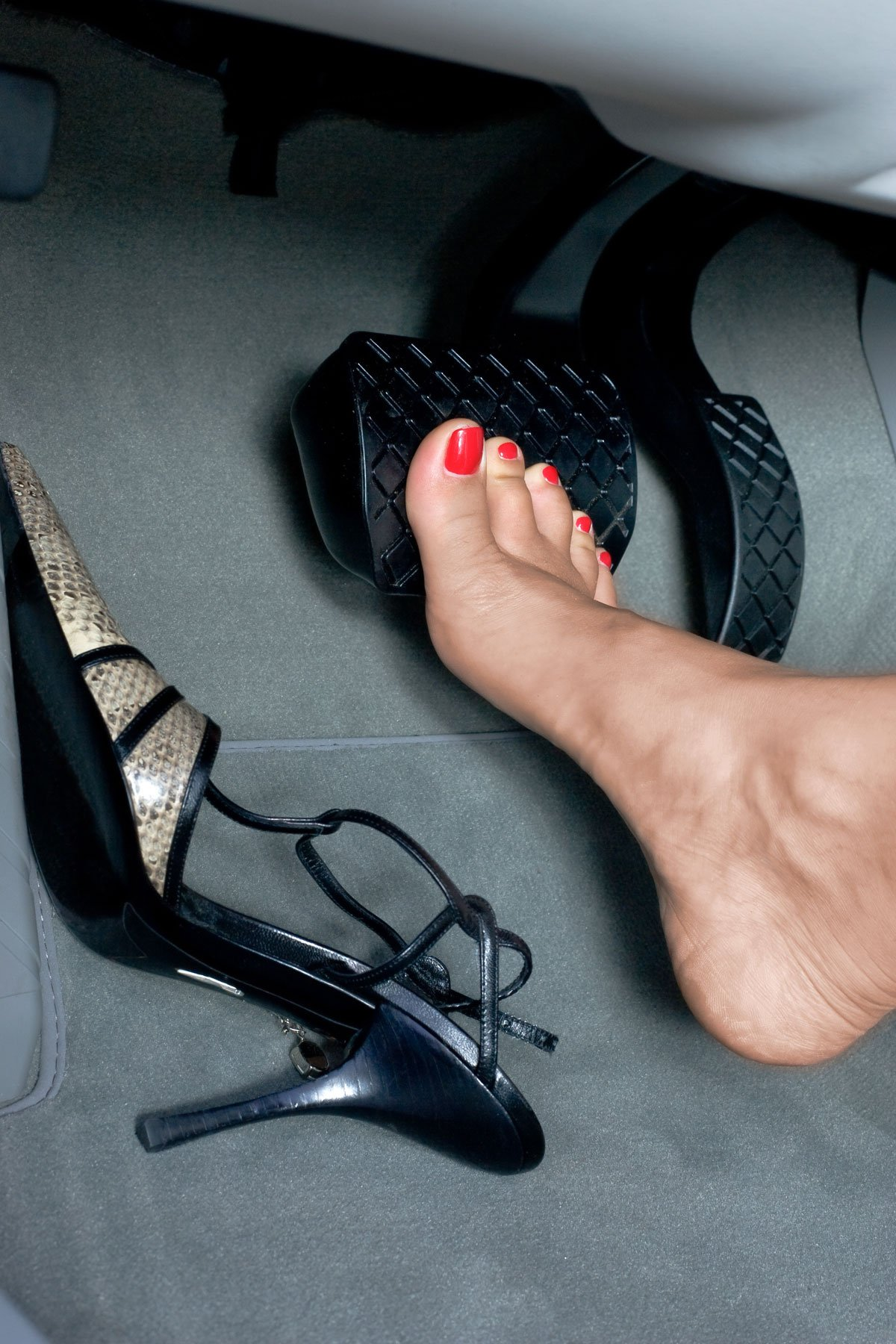 can i drive barefoot for the driving test?